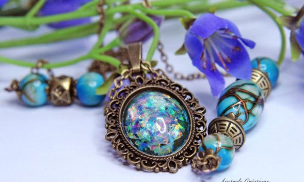 Sautoir «Glittering Vintage» en bleu opale