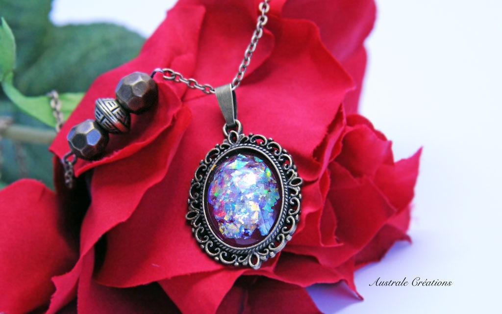 Sautoir «Glittering Vintage» en rouge opale