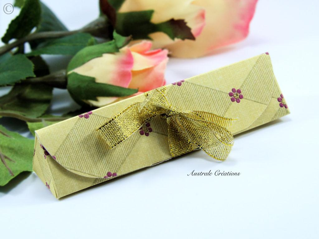 boites cadeaux triangles en pliage origami sans colle. Black Bedroom Furniture Sets. Home Design Ideas