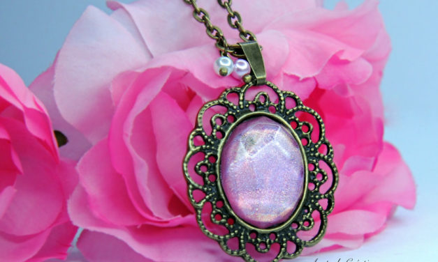 Sautoir «Glittering Vintage» en Rose Holographique