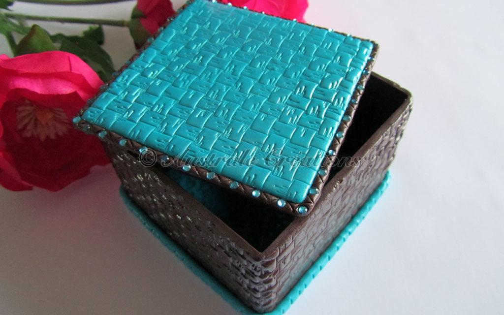 Une petite boîte à…