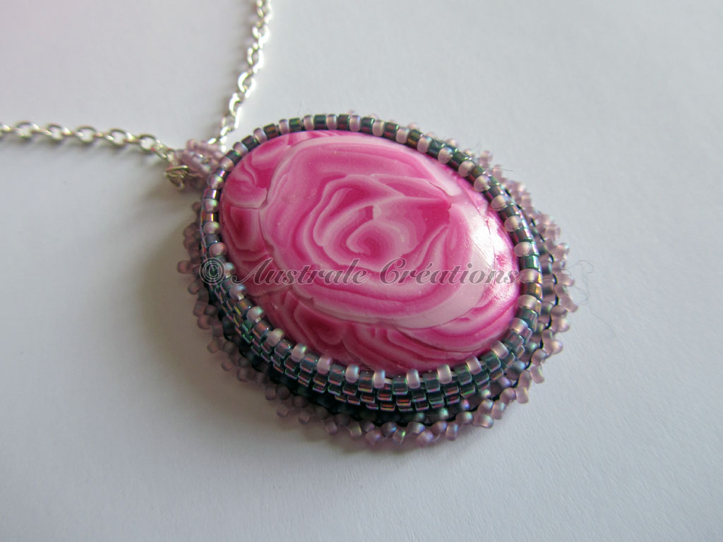 44Collier Rosa 2