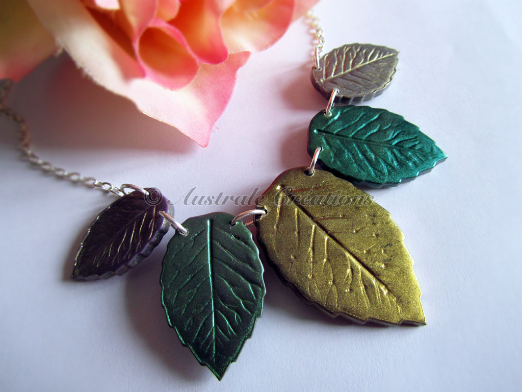 Collier « Lalorien en vert et or »