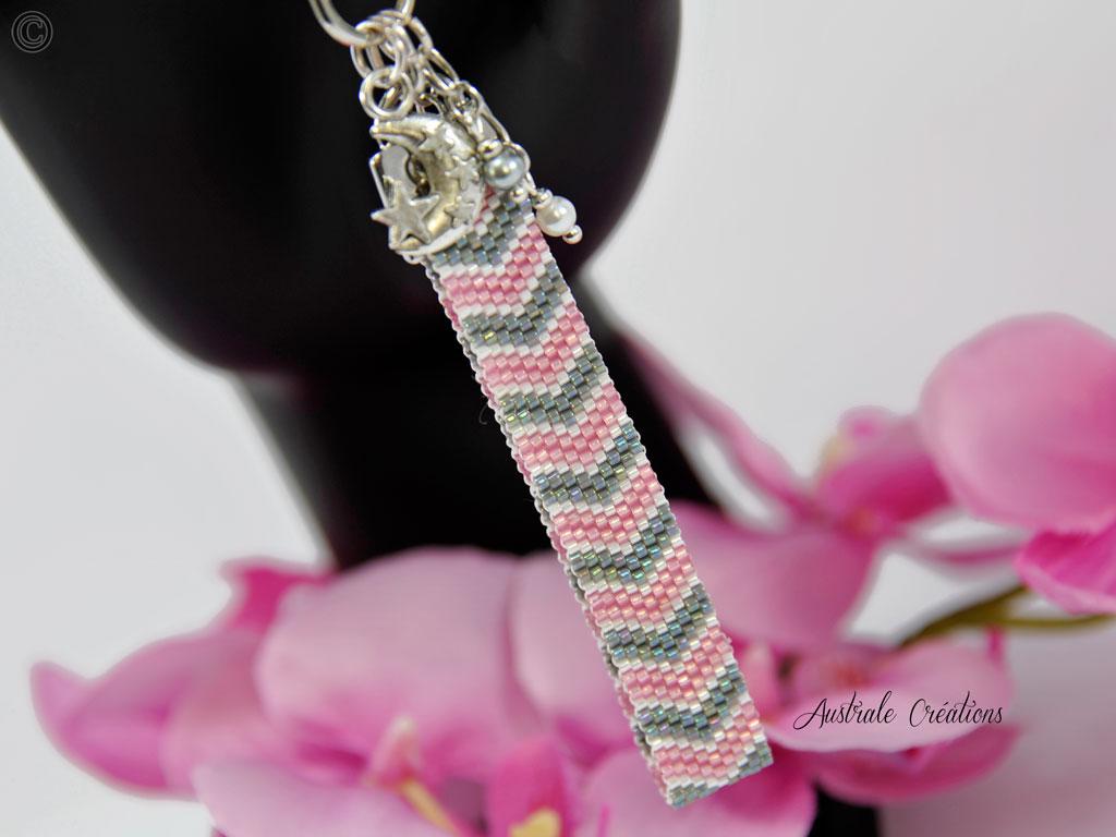 Bag charms chevrons en rose, blanc et gris