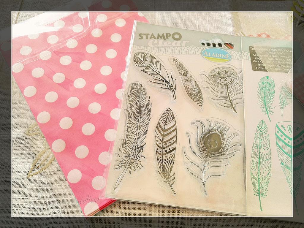 Planche de tampons plumes et pochettes cadeaux par Laurence Moments 2 Scrap