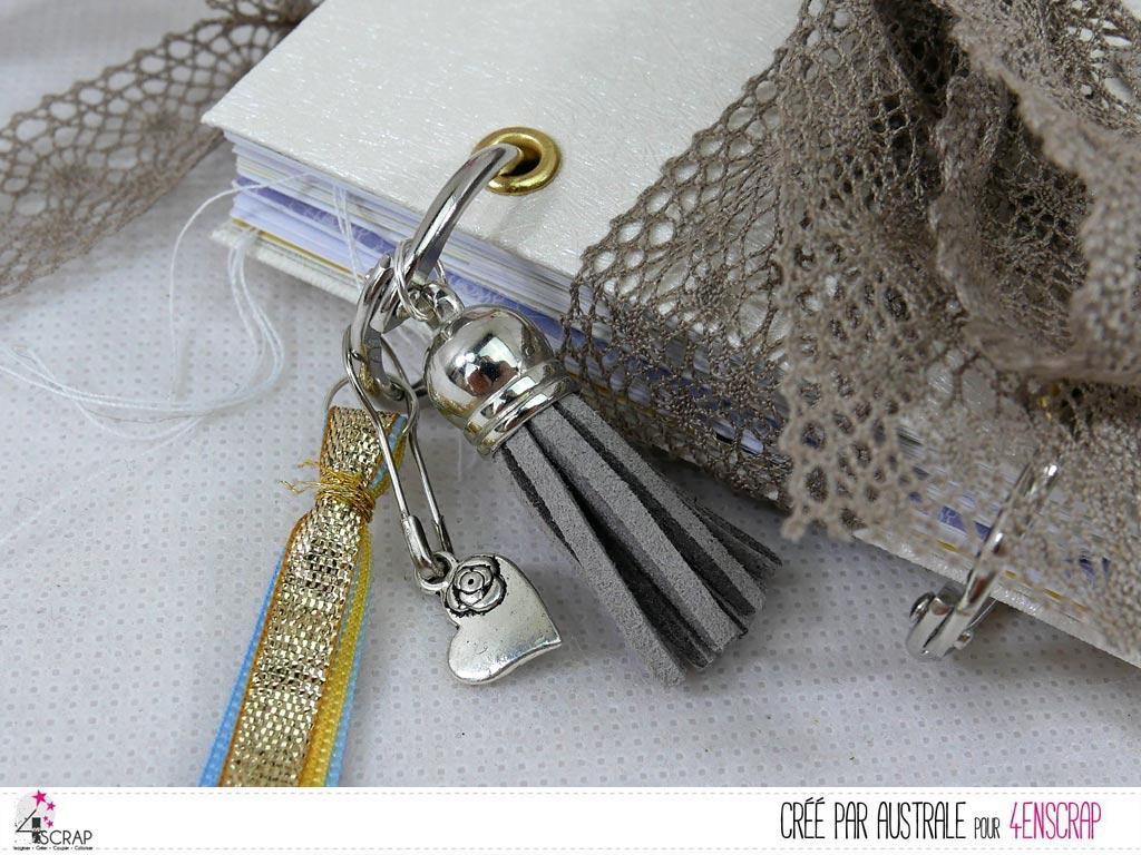 Mini album avec structure, reliure à anneaux et fermeture par ruban dentelle.