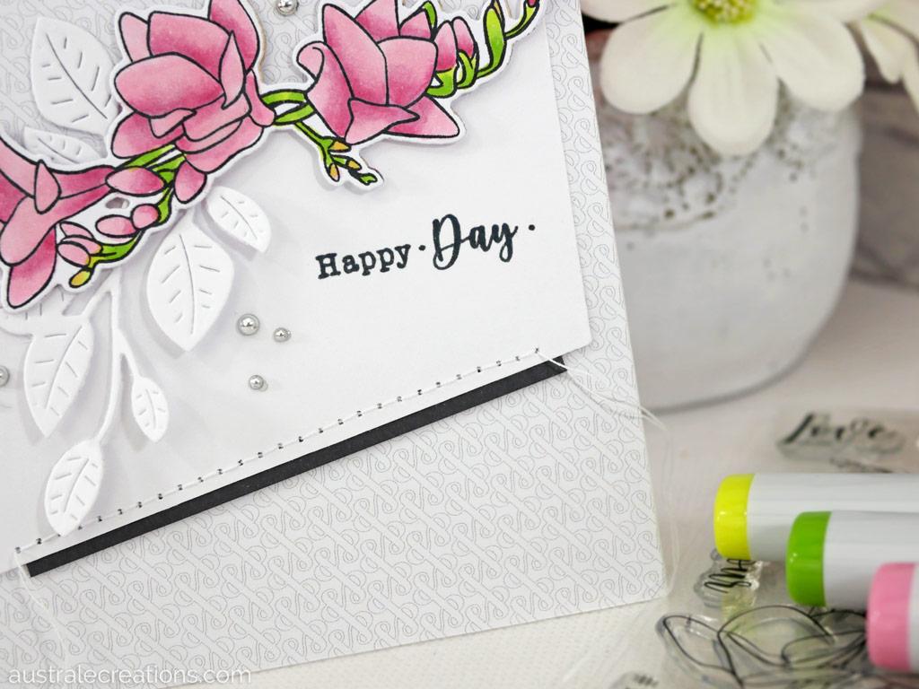 Carte d'anniversaire dans un combo de rose, gris et vert avec des freesias et feuillages.