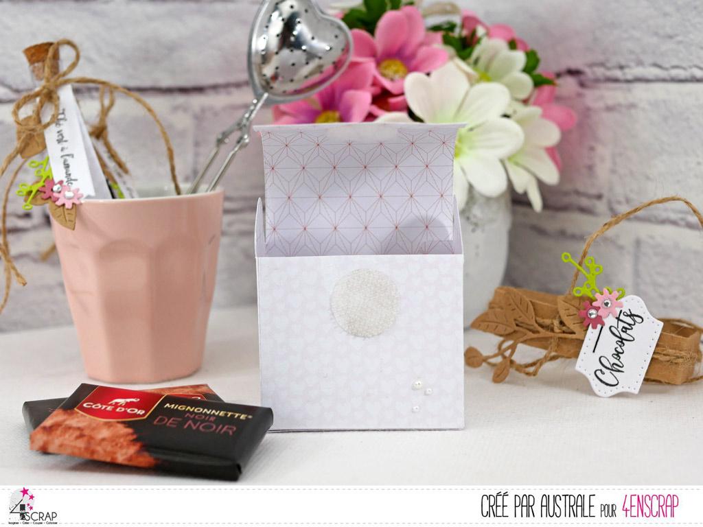 Boite pour mignonnette de chocolat en papier rose, feuillages en kraft, vert et quelques fleurettes roses.