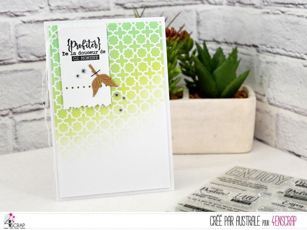 Carte avec fond réalisé au pochoir oriental et encres distress oxide avec étiquette et feuillages.