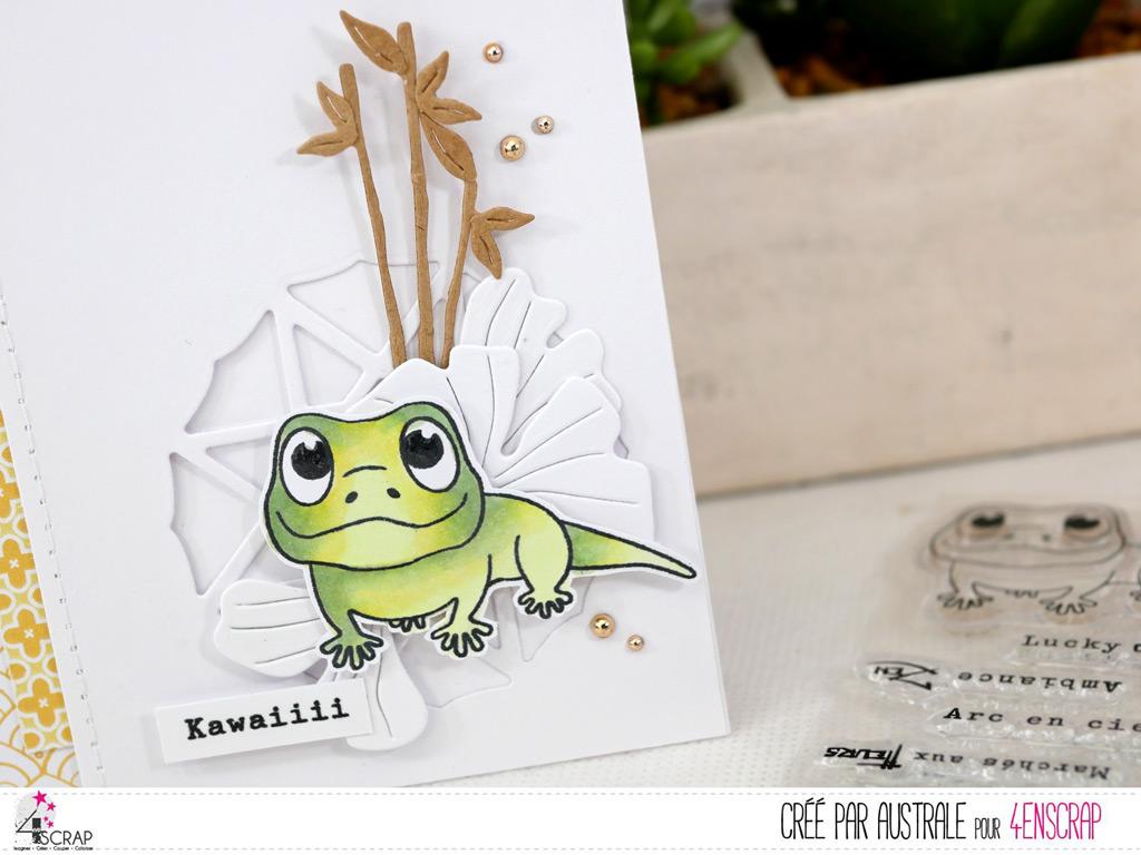 Carte pour toutes occasions avec un adorable petit gecko, bambou, feuilles de ginkgo et transparence géométrique.