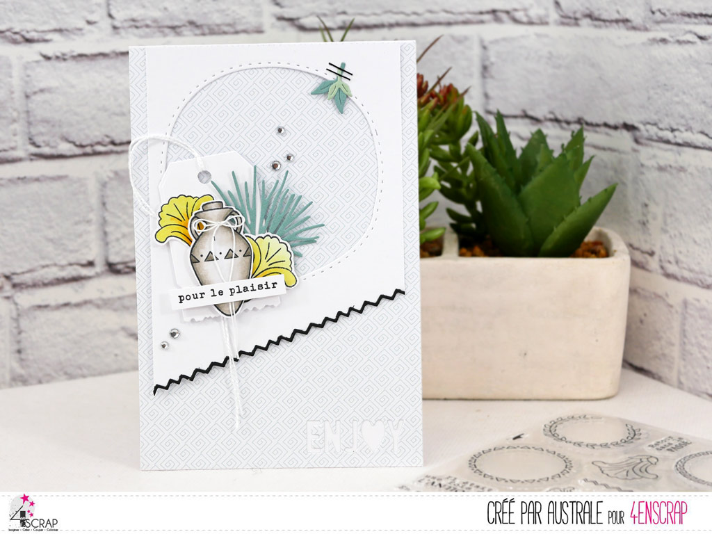 Carte pour toutes occasions avec une amphore, étiquettes et feuillages dans un combo en menthe, jaune et noir.