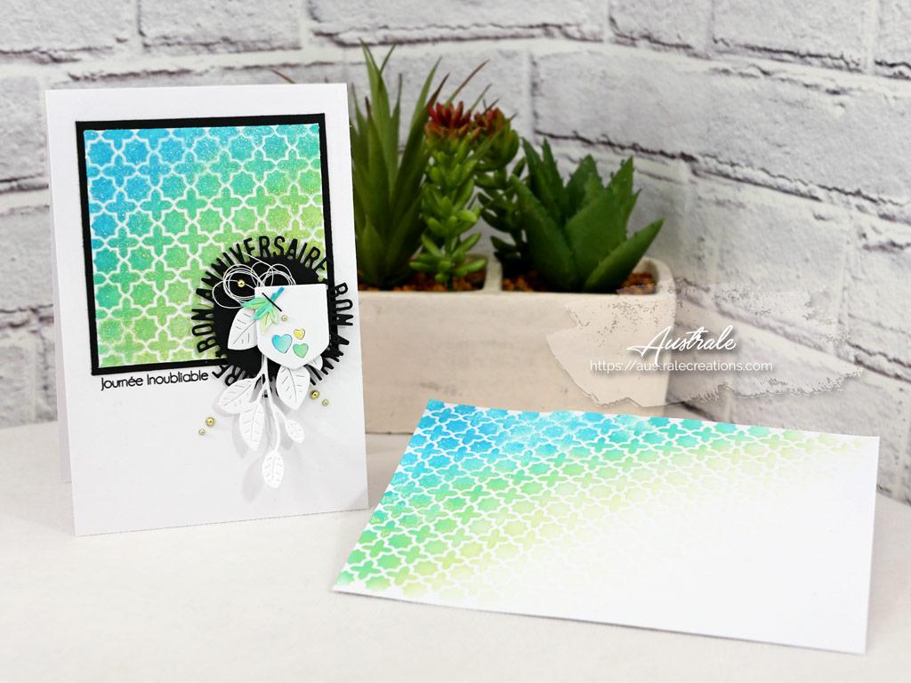 Carte et enveloppe avec fond distress et pochoir dans un combo de bleu, vert, jaune et noir.
