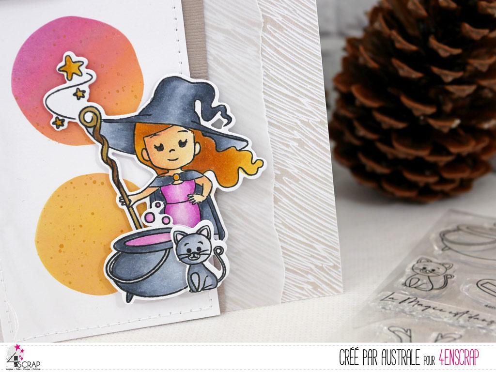 Carte d'halloween avec une adorable petite sorcière, chat et chaudron sur un fond réalisé au pochoir et à la distress.