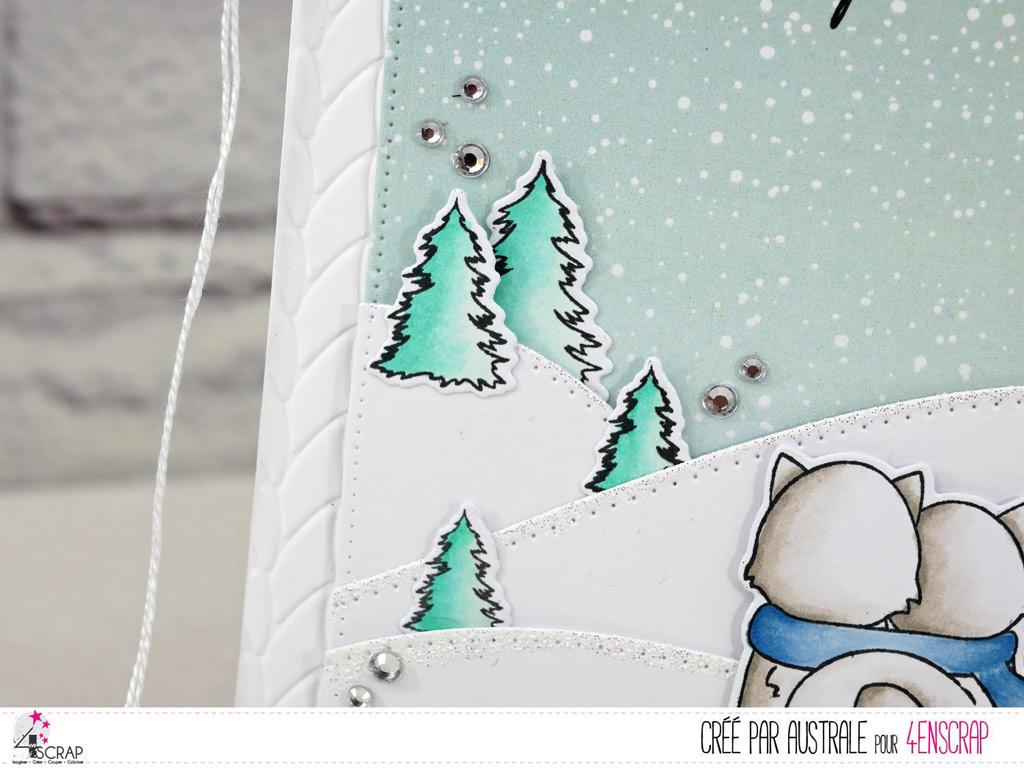 Carte d'hiver avec couple de renards regardant le paysage enneigé.