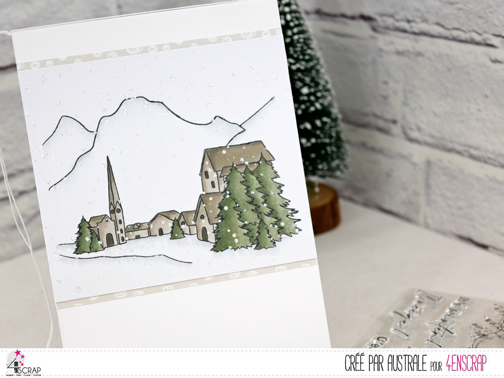 Carte et étiquette cadeau de Noël avec boule de neige sur paysage de montagne enneigé avec couple d'ours polaire.Carte de Noël avec boule de neige sur paysage de montagne enneigé avec couple d'ours polaire.