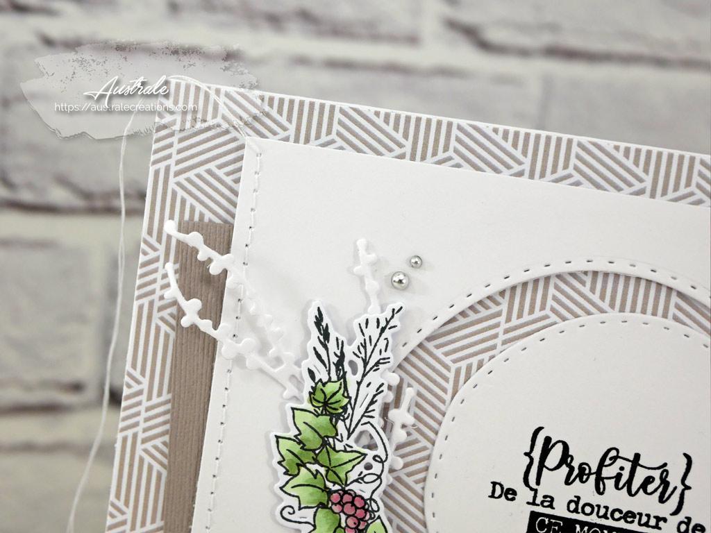 Carte pour toutes les occasion avec couronne de fleurs et feuillages et sentiment taponné.