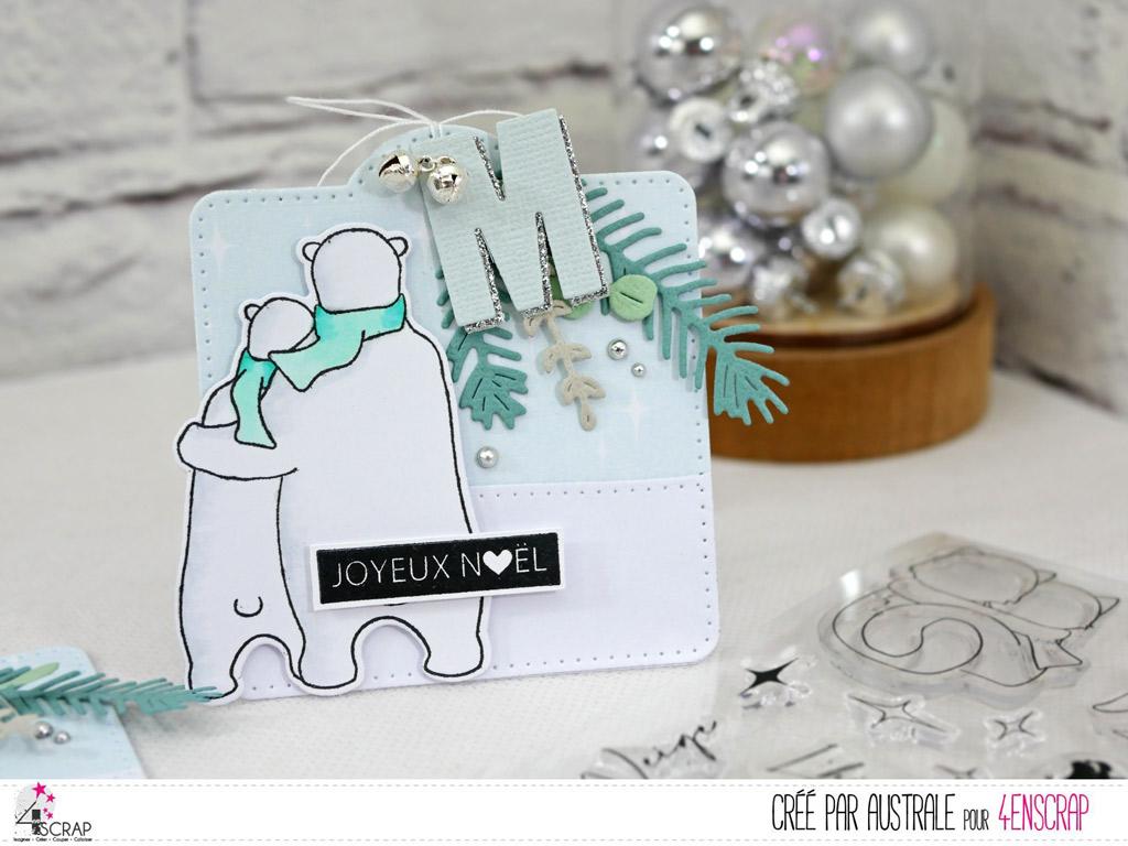 Etiquette cadeaux de Noël avec papier imprimé étoilé, colline enneigée, couple d'ours blancs, feuillages d'hiver, initial du destinataire et quelques grelots argentés.