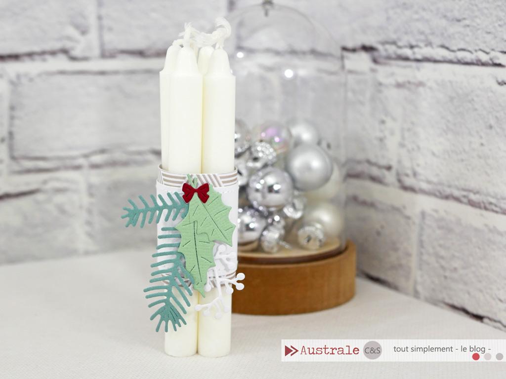 Un lot de mini bougies chandelles assemblé par un bandeau décoré de feuillages d'hiver dans un combo en taupe, verts et rouge.