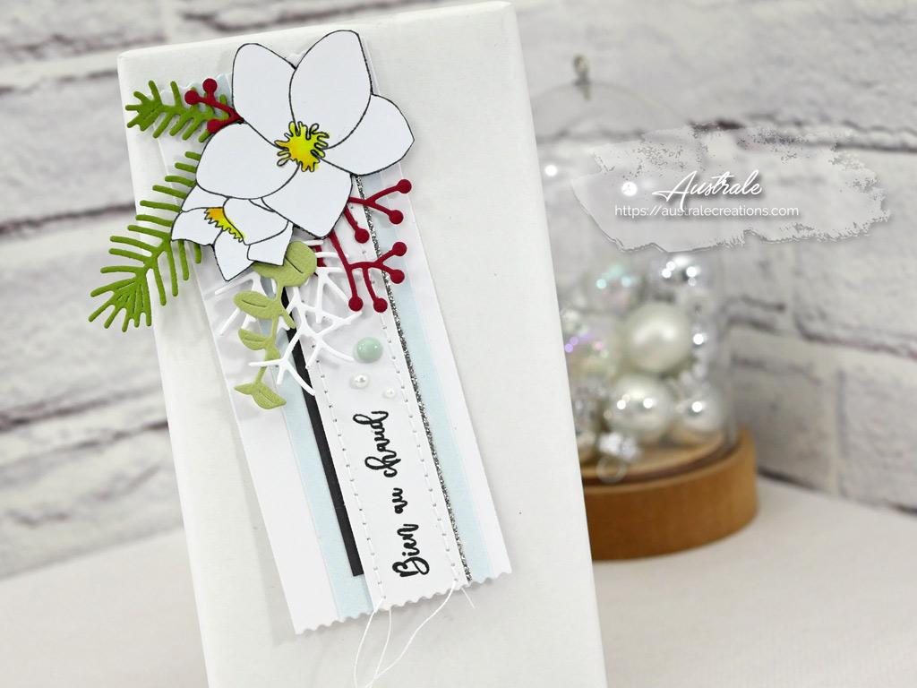 Etiquettes cadeau de Noël avec Hellébores et feuillages.