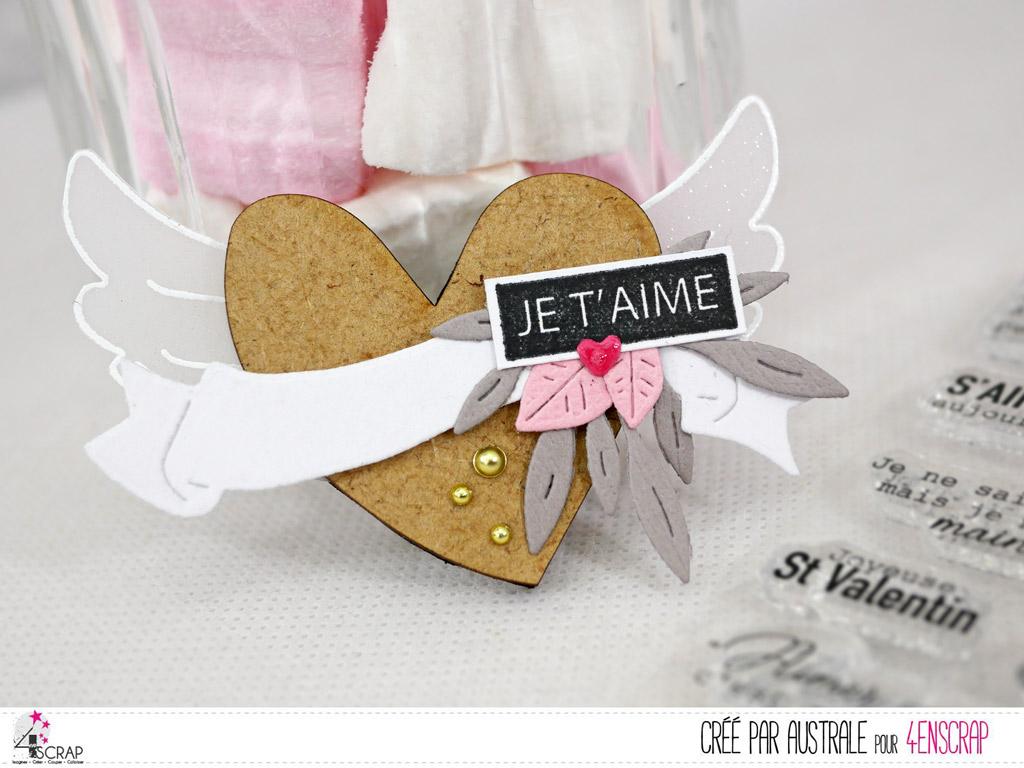 Décoration magnétique avec coeur en bois, ailes d'ange, bannière et quelques feuillages en 4enscrap.