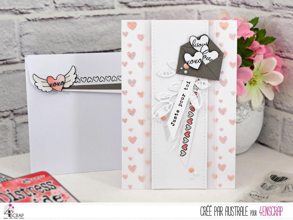 Carte avec fond réalisé à la pate de texture pailletée et au pochoir, enveloppe de petits coeurs, étiquettes, feuillages et enveloppe décorée.