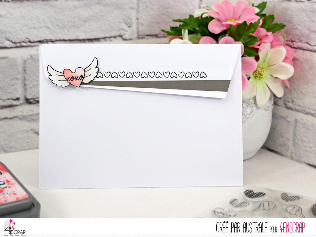 Enveloppe décorée de petits coeurs et ailes d'ange.