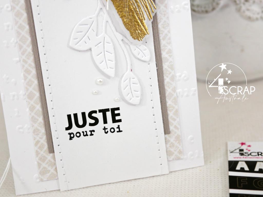 Etiquette cadeau dans un combo en beige, rose et doré, avec des plumes, des feuillages, étiquette et œillet en stickers.