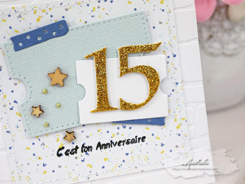 Carte pour l'anniversaire d'un ado de 15 ans avec fond embossé à froid, papier confetti, assortiment de tickets et le chiffre 15 an lettres pailletées.