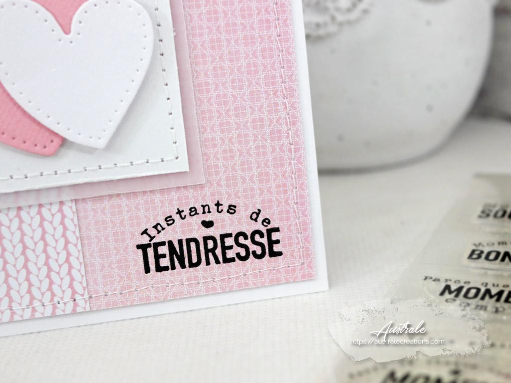 Carte pour la Saint Valentin en rose et blanc avec petits coeurs.