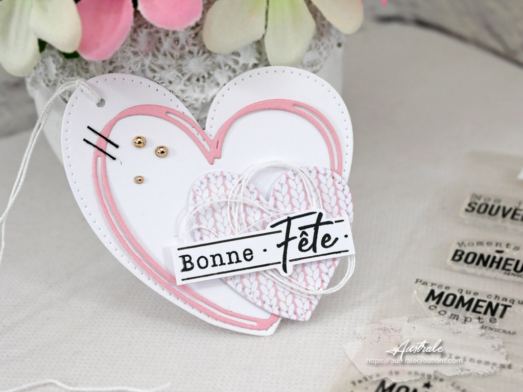 Etiquette cadeau pour la Saint Valentin en rose et blanc avec petits cœurs.