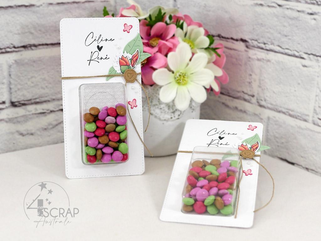 Cadeaux d'invités pour mariage, baptême ou anniversaire avec petites coques en plastique pouvant contenir des gourmandises. Les miennes sont décorées de fleurs et feuillages pour anniversaire de mariage.