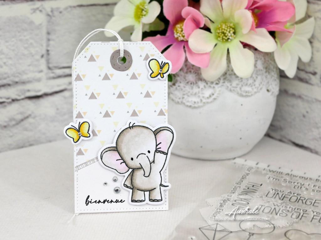 Etiquette cadeau de naissance dans un combo en jaune et taupe, bébé éléphant et papillons.