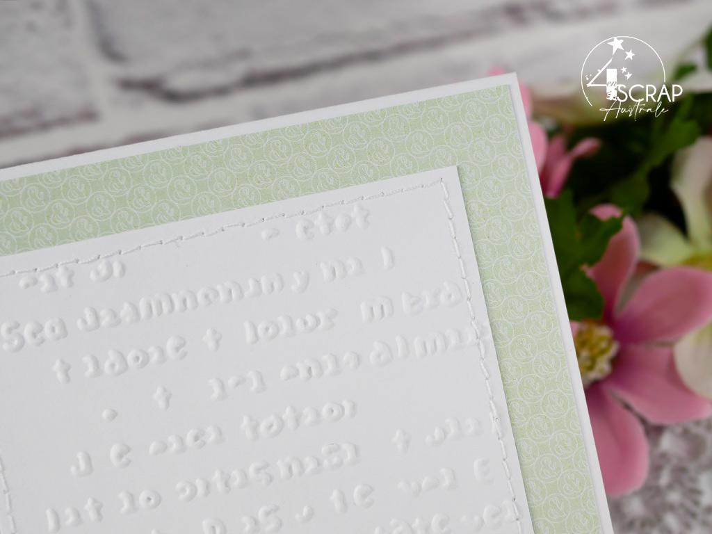 Création d'une carte pour toutes les occasions dans des couleurs de printemps avec bottes fleuries, petites pensées et parterre de feuillages.