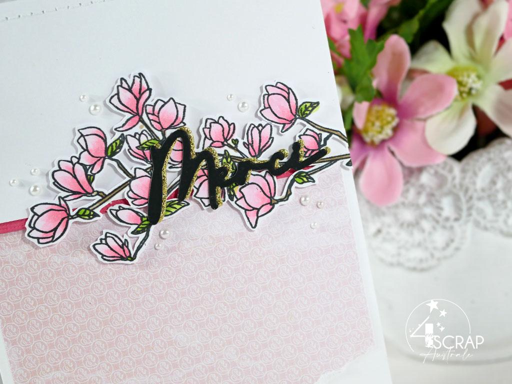 Création d'une carte de remerciement avec un branche de magnolias de 4enscrap.