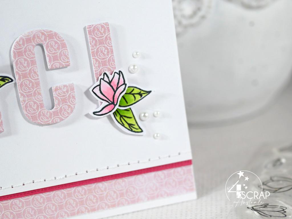 Création d'une carte de remerciement avec les fleurs de magnolias de 4enscrap.