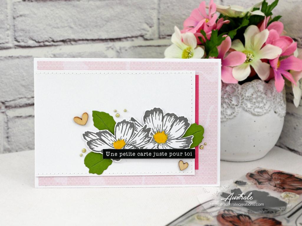 Carte pour le plaisir avec marguerites, quelques feuillages, coeur en bois, perles dorées dans un combo en rose et vert.