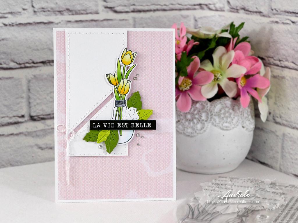 Création d'une carte pour toutes les occasions avec un bouquet de tulipe dans un vase en forme d'ampoule.