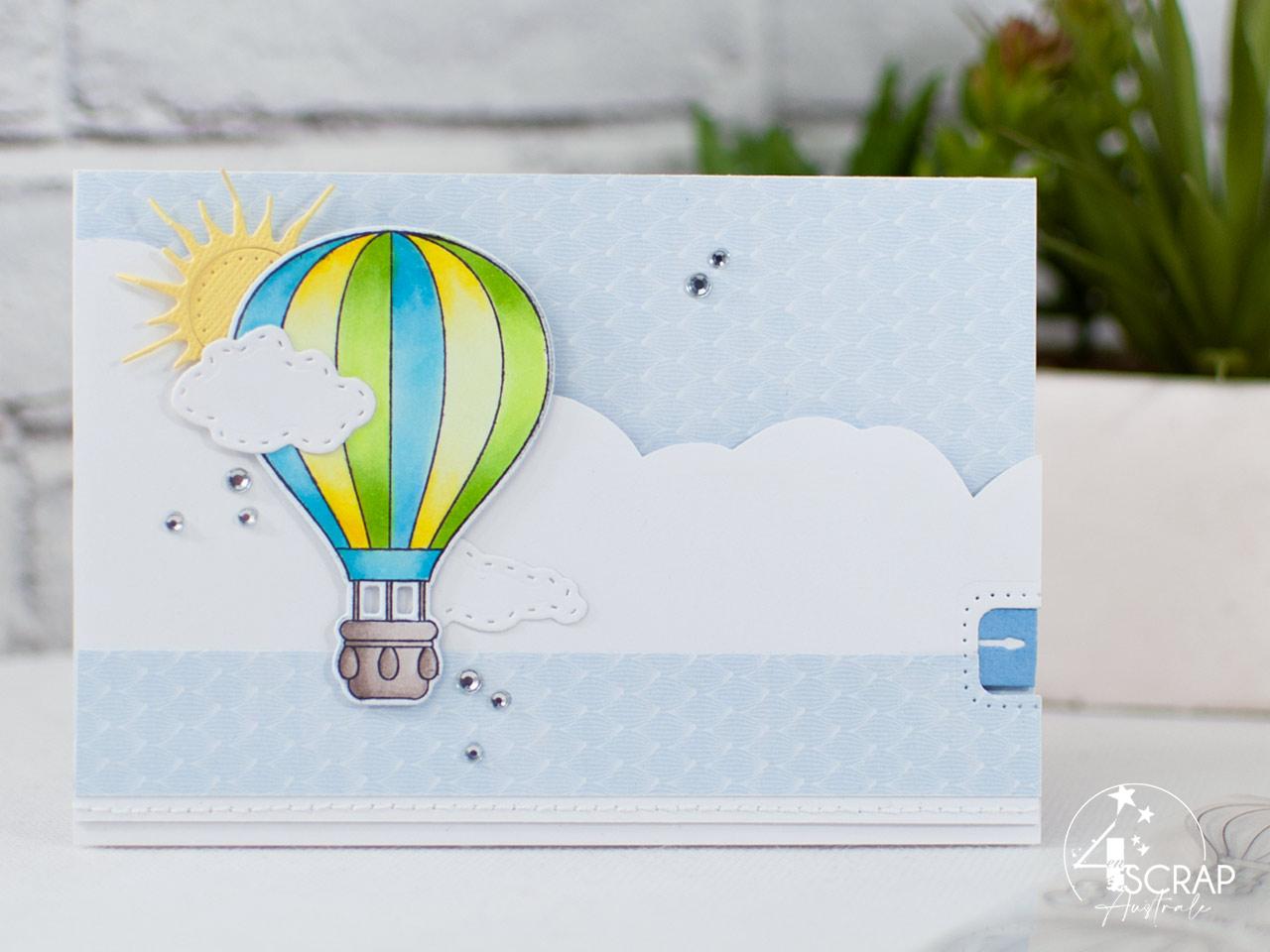 Création d'une carte à tirer avec une montgolfière sur fond nuages, soleil et la bannière qui apparait.