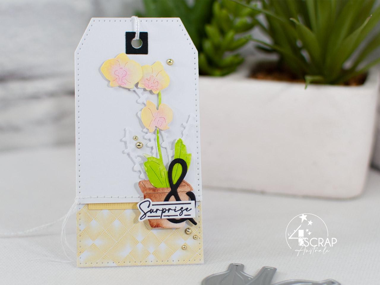 Création d'une étiquette cadeau pour anniversaire avec des orchidées à l'aquarelle.