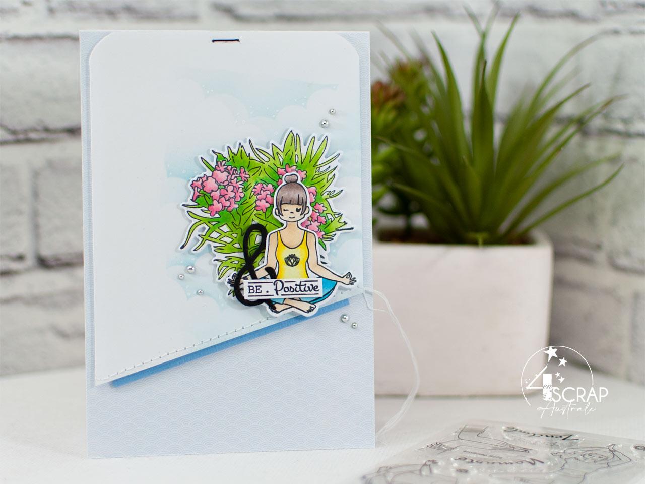 Création d'une carte sur le thème du yoga et de la méditation avec fond nuages, laurier rose en fleurs et une petite yogi dans la posture du lotus.