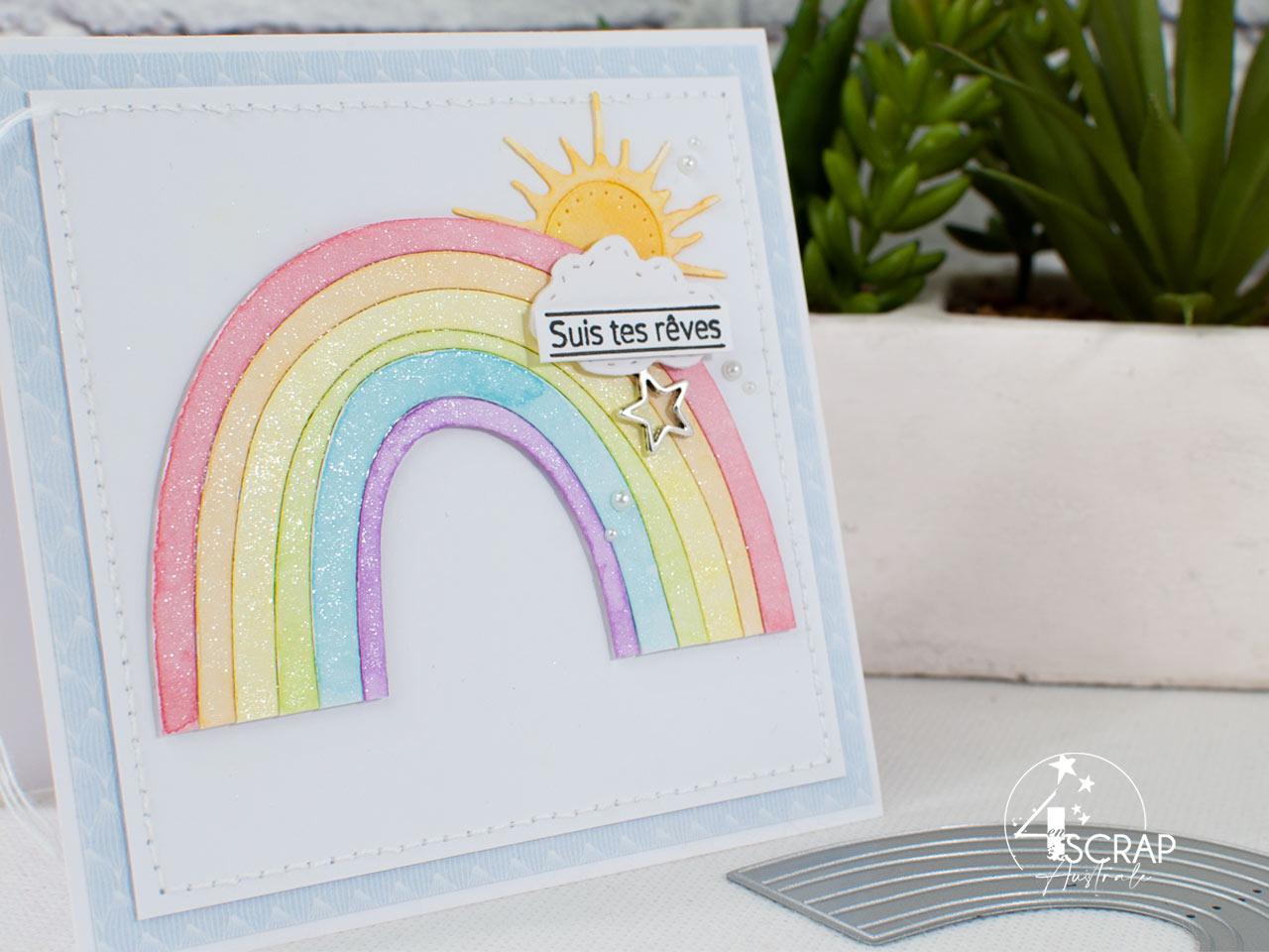 Création d'une carte arc-en-ciel avec mise en couleur à l'aquarelle et paillettes.