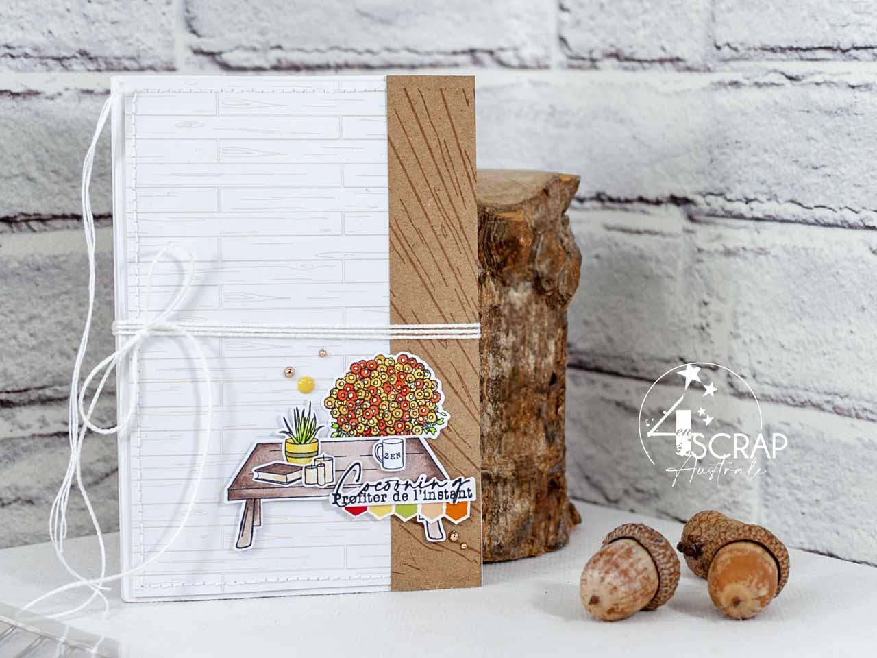 Création d'un flipbook, pochette cadeau pour sachets de thé, sur le thème du cocooning en automne avec éléments de notre intérieur, table, livre, bougies, lanterne et plaid.