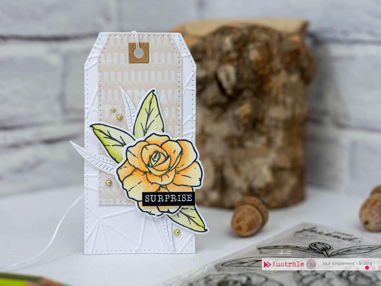 Création d'un ensemble cadeau pour anniversaire composé d'une carte et d'étiquettes cadeaux avec fleurs mises en couleurs aux crayons caran d'ache supracolor aquarellable.